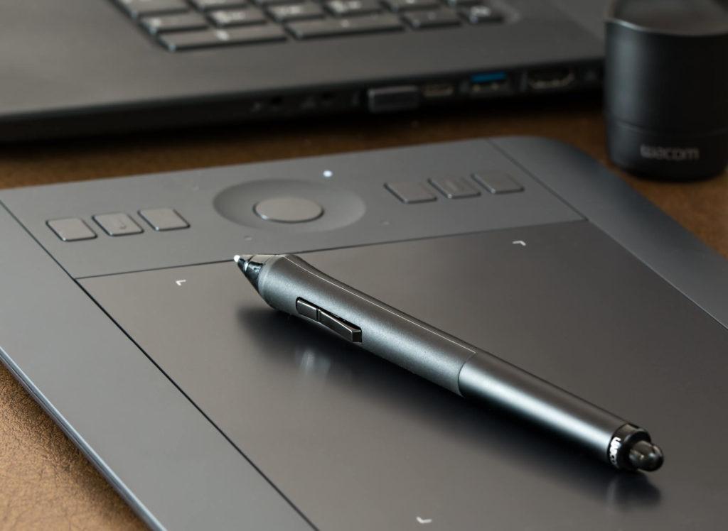 Cómo diseñar más rápido un logotipo: ratón o de tableta gráfica